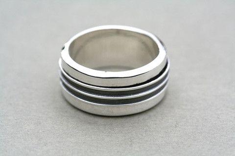 2 x oxidised spinner ring