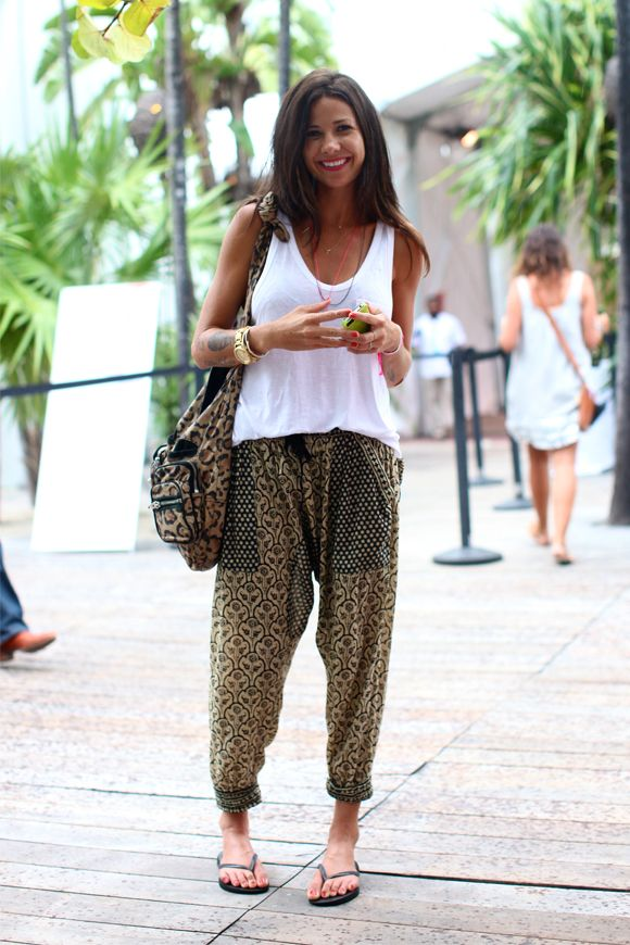 Miami Street Style: Prints Pants, Summer Outfit, Genie Pants, Street Style, Summer Pants, Harems Pants, Relaxing Summer Style, Travel Outfit, Miami Clothing Style