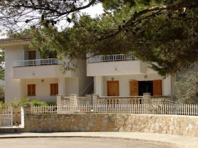 We offer affordable accomodation with a weekly rate. Villa Portillo is located at the Urbanización de Platjas de Mallorca in Platja de Muro, in between two large hotel complex and just accross the S'albufera Natural Park.