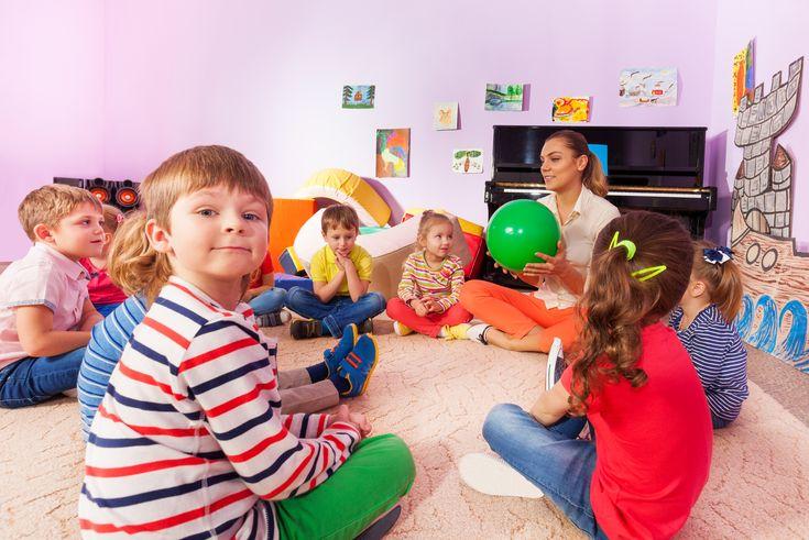 De kring is bij uitstek het moment om eens fijn met elkaar te praten. In gesprek gaan met kinderen vind ik heerlijk. Je hoort wat ze bezig houdt, wat ze leuk vinden om te doen en hoe het er thuis aan toe gaat. Maar (je hoorde hem al aankomen) in de kring ben je vaak …