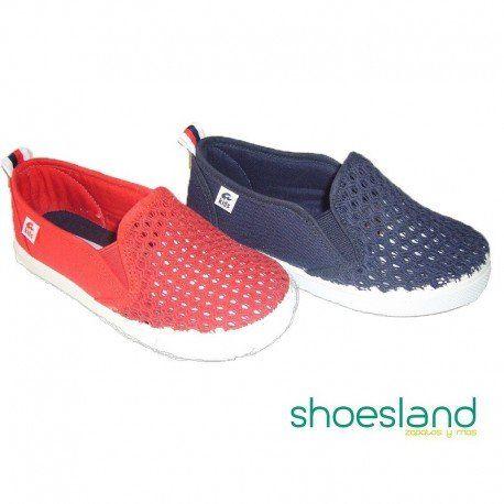 ec33603eca0 Compra estas zapatillas de lona para niños en rejilla marino sin cordones  de ANI. Elegantes