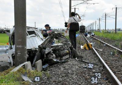 牛津町の踏切で死亡事故車外に人影 - 佐賀新聞