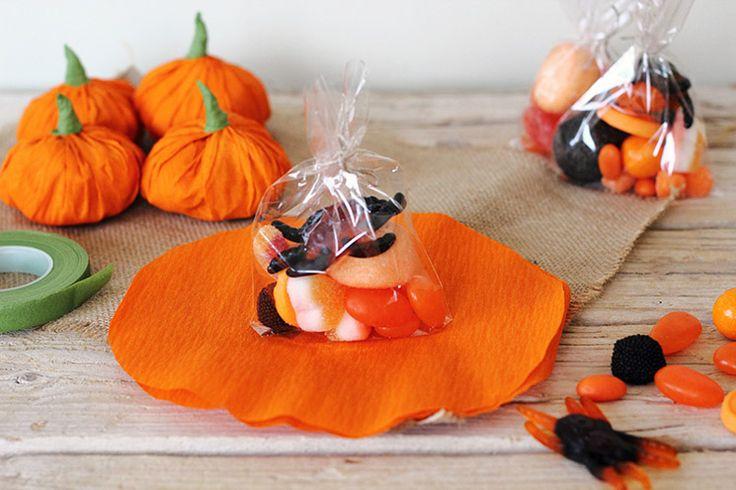 Mucho divertido�: bolsitas de chuches por Halloween | http://www.conbotasdeagua.com/chuches-para-halloween/