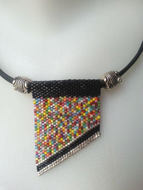 Collier multicolore composé de perles delicas : Collier par larme-de-perles