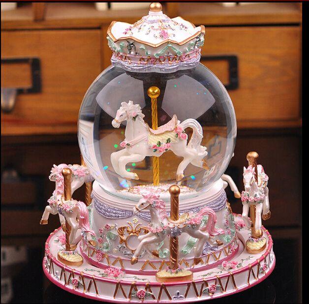 Goedkope Carrousel crystal ball muziekdoos creatieve verjaardag valentijnsdag mannen vrouwen vrienden vriendinnen gift, koop Kwaliteit kristal ambachten rechtstreeks van Leveranciers van China: Grootte: breed en 15cmhoogte16cmGewicht:1kg  onthaal aan mijn opslagVerzendkosten:( air15- 25 bedrijfs