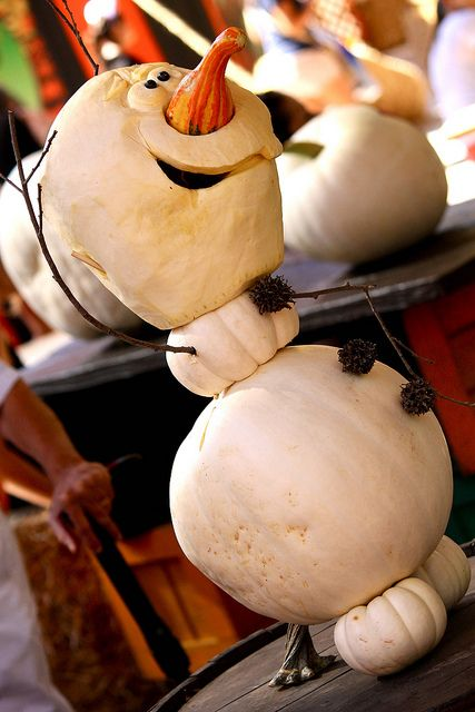 Getting my ideas for this halloween... thinking a Frozen theme is appropriate -  Olaf pumpkin! Photo by #RachelElaine