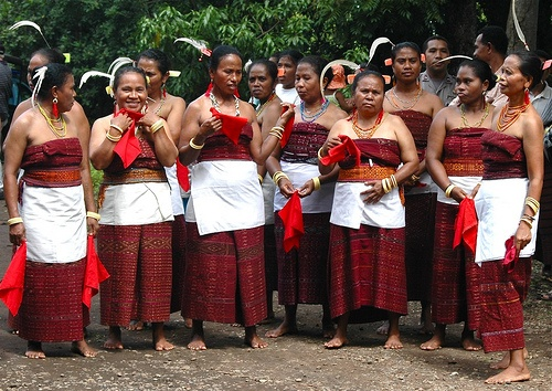 Lamaholot Women in East Flores - Indonesia by Ng Sebastian - Incito Tour, via Flickr