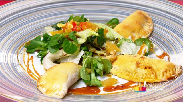 """- Plat / Viande - Anne Alassane vous propose sa recette """"Empanadas de poulet"""" inspirée par le """"Poulet miel et poivrons safranés"""" de Patricia."""