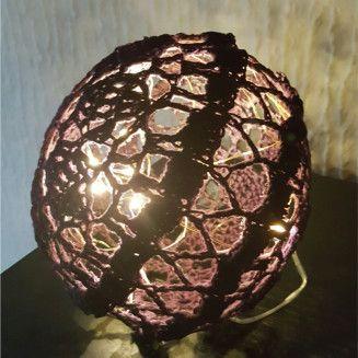 ❤️Husk at følge bloggen, da der er flere opskrifter på lyskugler på vej ❤️  Materialer: Bomuld– hæklet i Drops Muskat, mørk blomme – ca. 41 g. Garnforbrug: Ca. 41 g Hæklenål 3,0 …