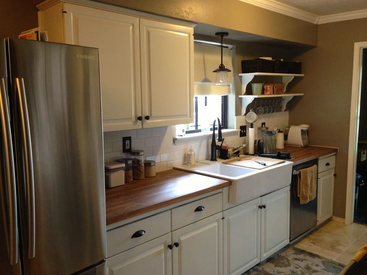13 best kitchens images on pinterest farmhouse aprons for Galley kitchen sink