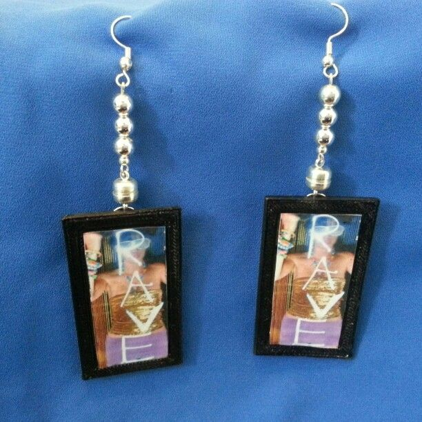 Videoearrings, pin it on your wish list http://www.indiegogo.com/projects/video-earrings-prototype-2