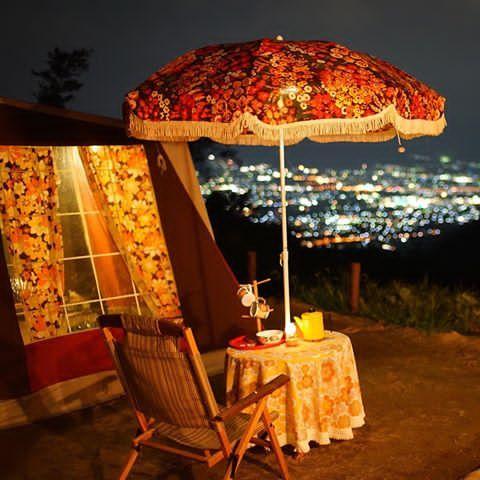 3ヶ月ぶりのファミリーキャンプで夜景満喫中✨ #キャンプ #ファミリーキャンプ #レトロキャンプ #レトロ #夜景 #グルキャン #マルシャル #ハナガラー #フィネル #レトロパラソル #ガーデンパラソル