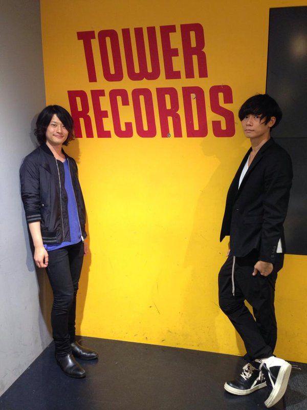 [Alexandros] 2015/6/8 @タワーレコード梅田NU茶屋町店 な、なんと!川上さんと磯部さんがご来店!いつもありがとうございます!今日も素敵すぎるー(*´ω`*)NEWアルバム『ALXD』はいよいよ来週6/17発売!店頭で先行試聴も行ってます!