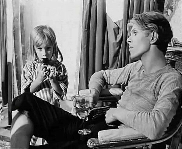 1975 - David Bowie as Thomas Newton with his son Duncan Jones in The Man Who Fell To Earth (backstage photo).