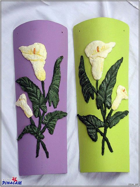 Teja decorada con pasta de cristal.  www.manualidadespinacam.com #manualidades #pinacam #tejas #barro