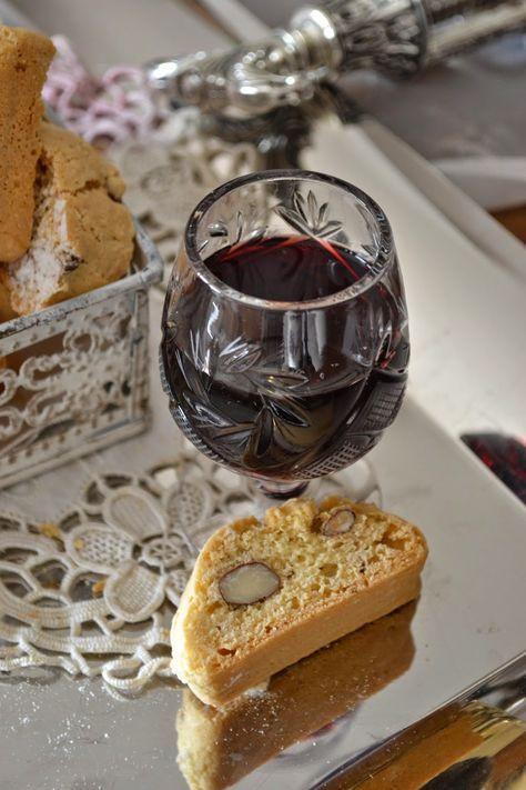 La creatività e i suoi colori: Vino di visciole e straccadenti: ricetta tipica de... Ingredienti                                                             kg 12 di visciole mature                                                            kg. 5 di zucchero                                                            25 litri di vino rosso                                                            2 litri di alcool a 95°