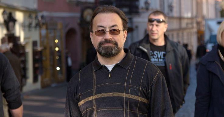 Психотерапевт Сергей Бабин в интервью для The Village рассказал об эпидемии депрессии, панических атаках и страхе близких отношений