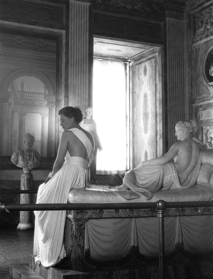 Model with sculpture. Galleria Borghese, Rome, 1947. Photograph by Pasquale De Antonis.The model wears Sorelle Botti, bringing to life the sculpture of Pauline Bonaparte as Venus Victrix (or Venus Victorious), a semi-nude life-size reclining neo-Classical portrait sculpture in white marble by the Italian sculptor Antonio Canova.