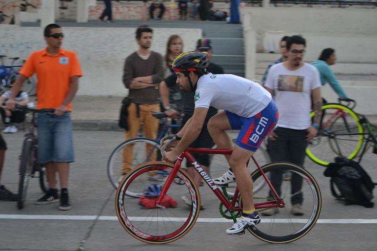 MarchasyRutas  Los beneficios de montar una bicicleta de piñón fijo en un entrenamiento