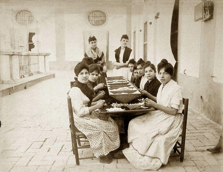 Seville Historical Photos  : Las Cigarreras