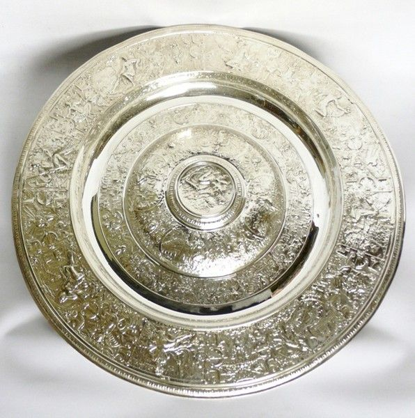 ELKINGTON (worked from c.1824) Large Antique Silver Plated Charger by Elkington (c. 1880 England)