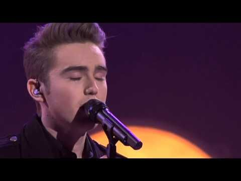 Harrison Craig Sings Cant Help Falling In Love on The Voice Australia. SWEET BABY JESUS this guy has quite the mesmerizing voice.