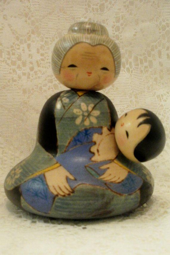 sitting vintage japanese wooden dolls / Japanese Kokeshi