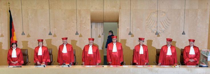 #Deutschland enteiert sich... Streit über EZB-Anleihenkäufe: Verfassungsgericht gibt Entscheidung an #EuGH ab