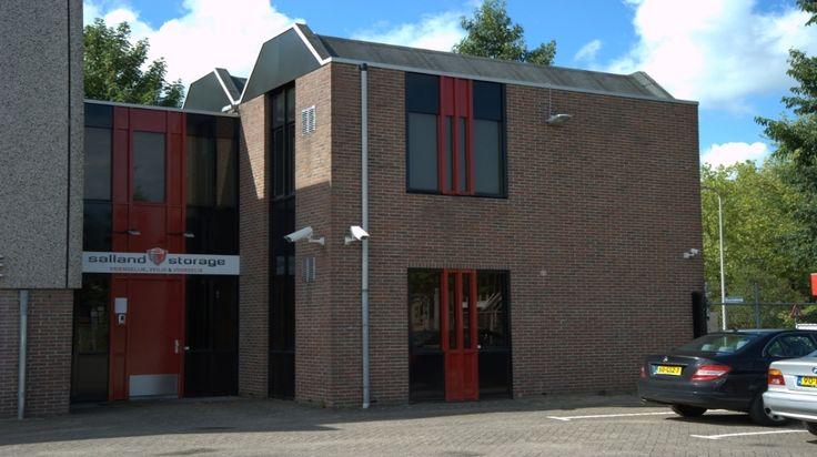 Goedkope Opslagruimte Huren Deventer Arnhem Apeldoorn en Tijdelijke opslagruimte huren in Deventer:Salland Storage speelt in op de behoefte naar het huren van goedkope veilige tijdelijke opslag, inboedelopslag, opslagruimte, kantoorruimte, bedrijfsruimte, praktijkruimte en vergaderruimte voor de stedendriehoeken Deventer, Twello, Zutphen, Arnhem, Apeldoorn en Zwolle voor zowel particulieren als bedrijven.