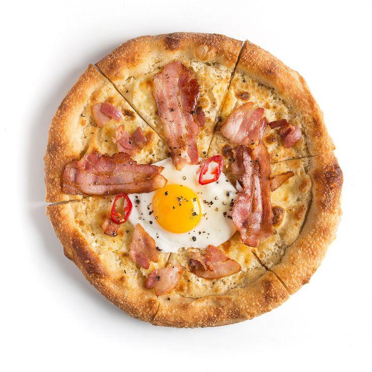 Пицца с яйцом и беконом - 425 руб.