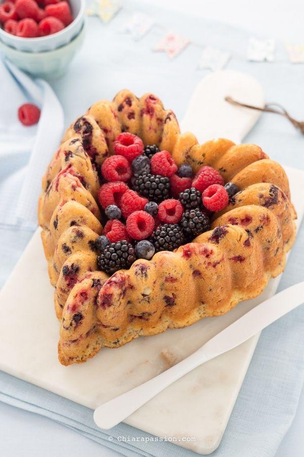 torta-soffice-ai-frutti-di-bosco-con-mascarpone-senza-uova-senza-burro-nordicware