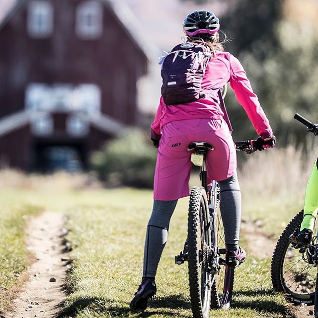 Lindsay & Kim kitted up in mountain bike shorts & discovered Kingdom Trails, one of the best trail networks in USA. Discover it with them : click the link in our bio to read about their ride. #KingdomTrails #Garneau #garneaucycling #mountainbikelife #mountainbiking #mountainbikes #mountainbikegear #fromwhereiride #cyclingdestination #cyclingdestination #mountainbiketrails #mtb #mtblife #vermont #vermontusa #instavermont #mtbgear #womenscycling #girlswhoride