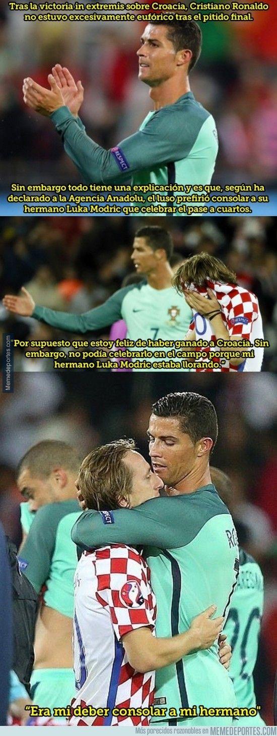 883802 - Cristiano Ronaldo no celebró junto a sus compañeros el triunfo de Portugal