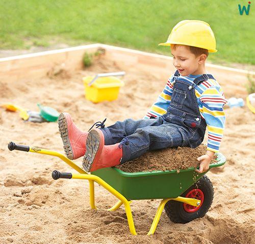 Unverwüstliche #Schubkarre! Diese und weitere Schubkarren gibt es hier ► https://shop.wehrfritz.de/de_DE/Schubkarre-Draussen-spielen-Schule-and-Hort/p/051939_1?zg=schule_hort&ref_id=60847 #unverwüstlich #Kinder #Spaß #spielen #Outdoor #Kita #Kindergarten #Spaß #Spielen #Spielgerät #Spielplatz #Ausstattung #Sandkarsten #Sand #Sommer #Sonne #Gummi #Rad #Gummirad  #Sandspiel