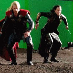 TTDW Loki and Thor. *gif* @Kelly Teske Goldsworthy Teske Goldsworthy Holle  Kelly!!!! Look at him!! XD