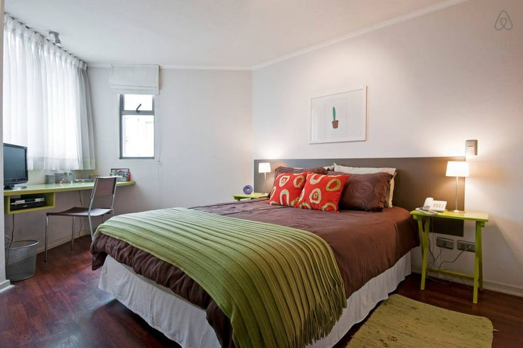 Apartamento en Santiago, Chile. Fine Arts, business, and culinary experience in a central location.   Our apartment is a funky and cool urban place, located in one of the most exclusive patrimonial neighborhood. Cosmopolitan and centrally located: Coffee houses and restaurants. ...