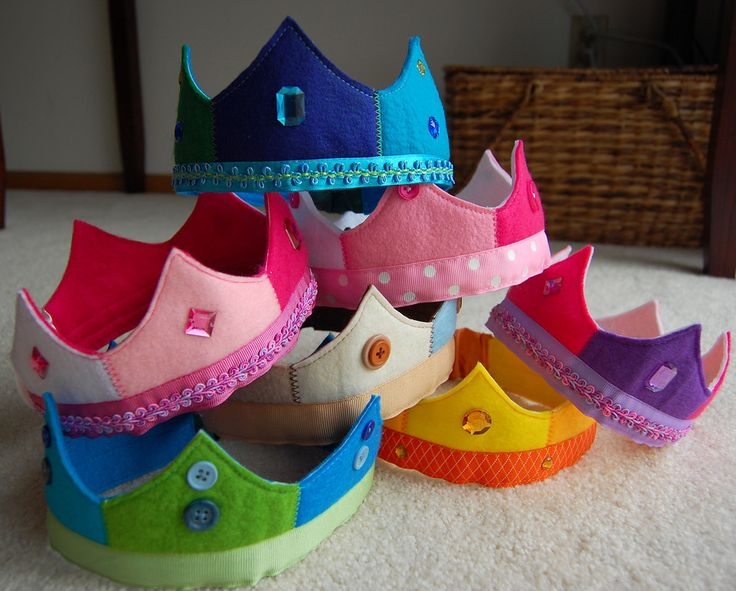 Dress-up Box - Things for Little Royal Heads (links to tutorial at: http://balancingeverything.com/2008/04/30/waldorf-like-felt-crown-tutorial/)