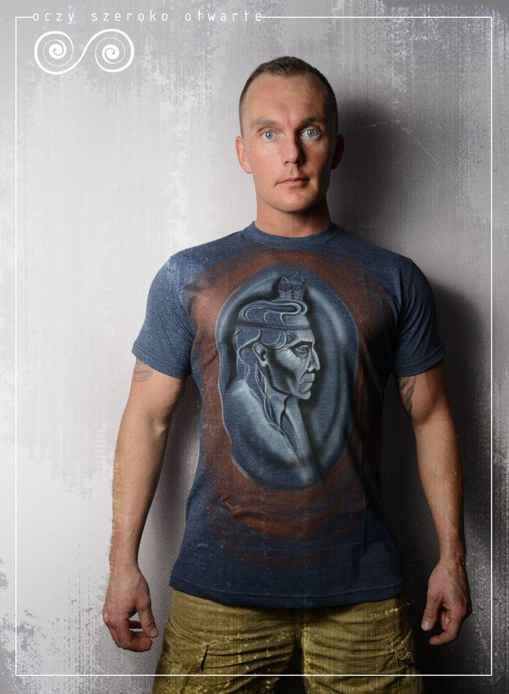 Oczy Szeroko Otwarte.  Koszulka bawełniana z ręcznie malowanym wzorem. Więcej informacji na fanpage na FB: Oczy Szeroko Otwarte