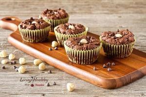 Это палео шоколад рецепт сдобы использует орехи и какао порошок в замене муки.  Эти кексы еще иметь консистенцию сдобы, даже если они сделаны без муки.  по Kathrine