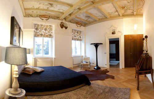 Realizace původního barokního interiéru na Malé Straně v Praze.   Realization of authentic baroque interior in Old Town Prague.