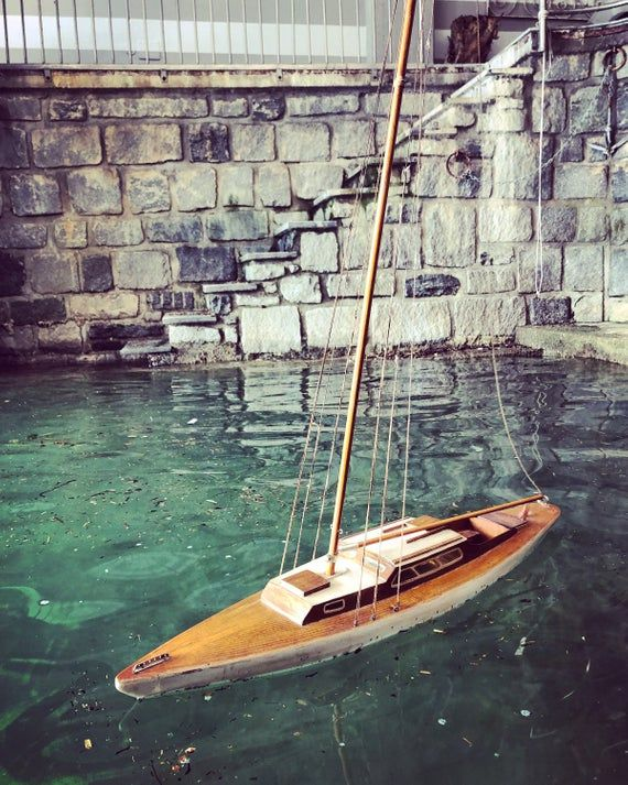 Gran Modelo Antiguo De Juguete De Yate Velero Madera Hecho Etsy Model Sailboats Model Sailboat Yacht