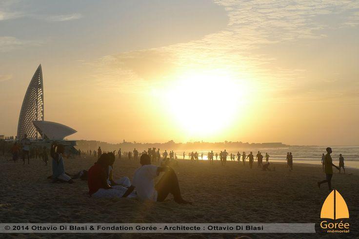 Le mémorial de Gorée à Dakar vue de la plage par Ottavio Di Blasi - www.memorialdegore.org