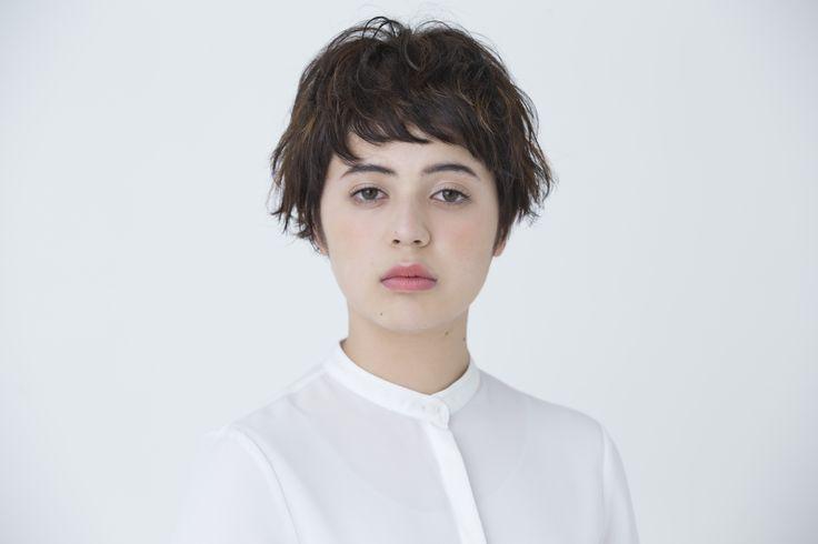 【CYAN's choice】ラフな質感とニュアンスを纏う リラクシーなショートヘア