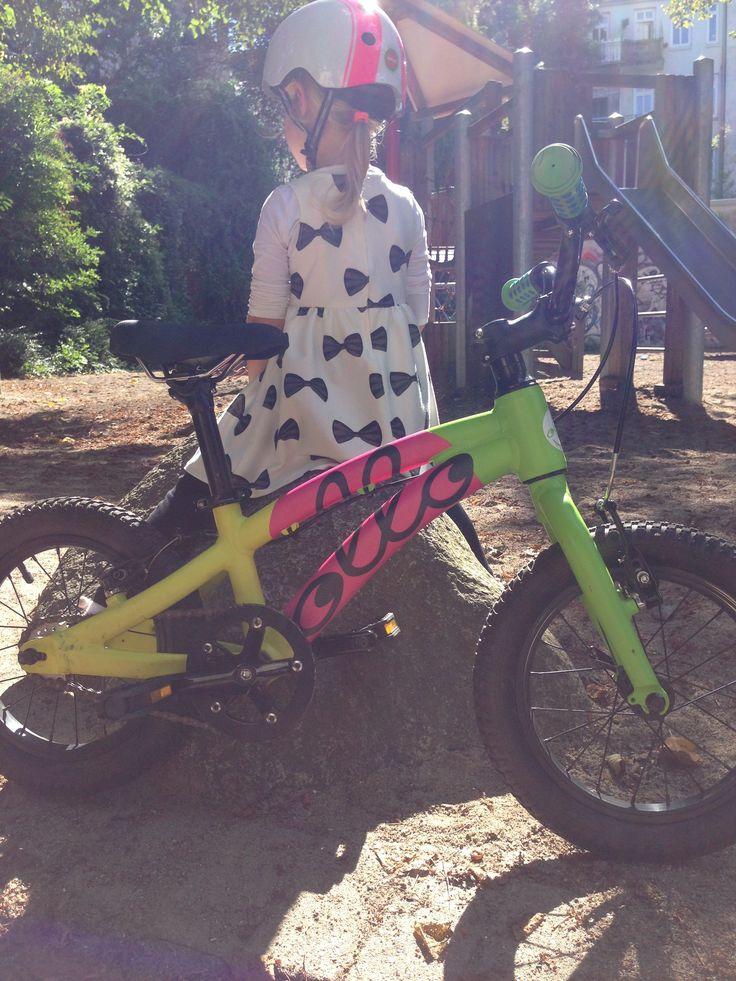 Kleine Pause nach der Radtour und gleich geht's wieder los - der Spieli ruft! Voll TOLLO ;)  Mehr Bikes auf https://ollo-bikes.com/2_hp  #ollo #ollobikes #shopping #bike #design #hamburg #ilovemybike #kidsbikes #Fahrrad #Kinderfahrrad #summer #Kinderfahrräder #14zoll #musthave #spielplatz #rutsche #melonhelme #sicherheitgehtvor #bunt #sonnenstrahlen