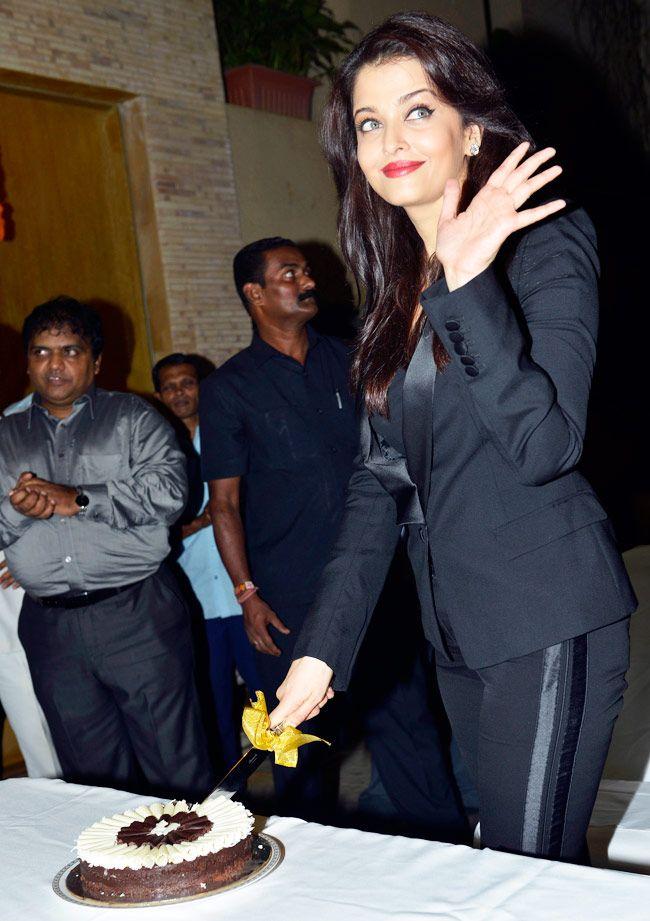 Aishwarya Rai Bachchan celebrates birthday with media and fans