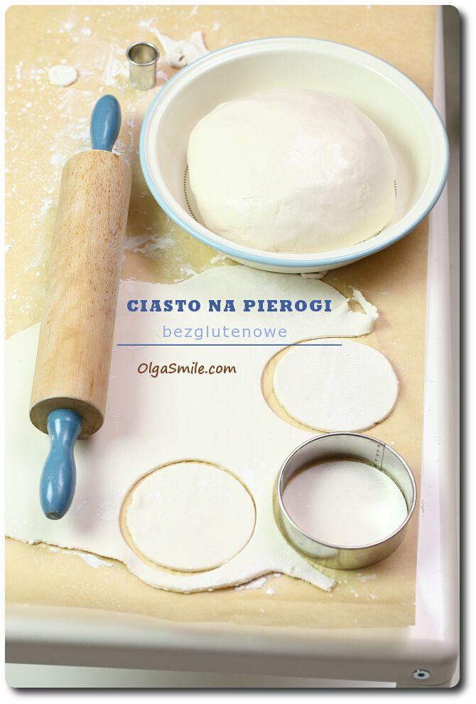 Ciasto na pierogi  Składniki:  • 3 szklanki mąki z tapioki (może być tapioka w kulkach, wtedy trzeba ją zmielić w młynku do kawy) • 2 szklanki białej mąki ryżo...