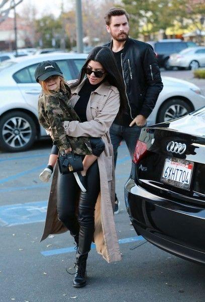 Kourtney Kardashian Photos - Kourtney Kardashian And Scott Disick Take Their Kids To The Movies - Zimbio