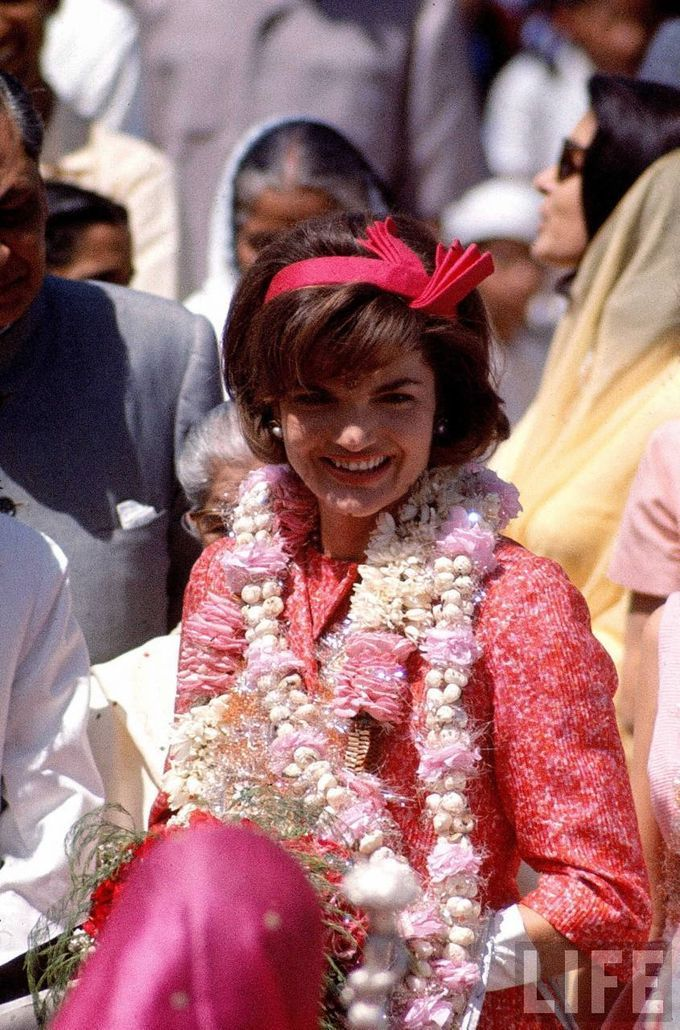 Jacqueline Kennedy travels to India, 1962