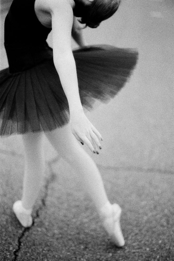 ballerina in black and white // rylee hitchner photography