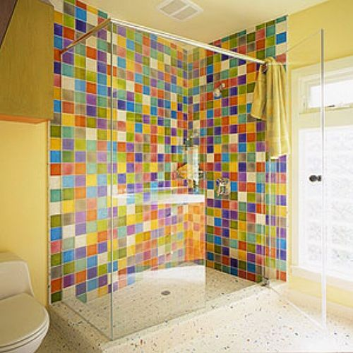 Wake-up color for the walk-in shower.